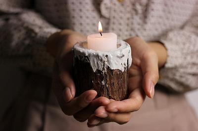 月に願いをこめたキャンドルの癒しエネルギーで、毎日に活力を♪