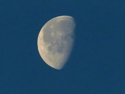 もう、立ち姿をふと鏡でみてもがっかりしない! 月が教えてくれるお尻、太ももの外側スッキリエクササイズ。