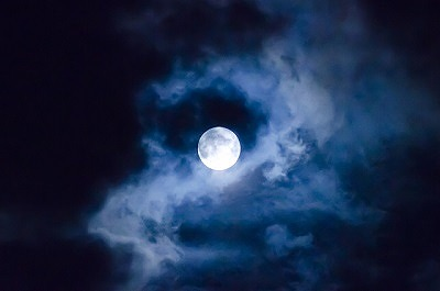 臨床看護師の経験から伝える、月が教えてくれるあなたの心と身体の変化に気づく事の大切さ