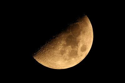 願いが叶う満月を迎えるため、2回ある上弦の月をこう活かしていこう