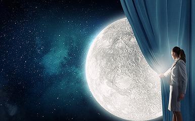 【月】は占いの要素を秘めている!?  あなたを表す月の形が示すものは。 「満月(―)(月相14~20生まれの)人」編