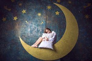 【月】は占いの要素を秘めている!?  あなたを表す月の形が示すものは。  「満月(+)(月相7〜13生まれの)人」編