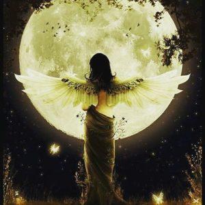 月とクリスタルで自分でも気づいていなかった本当の自分の思いを再確認できる!