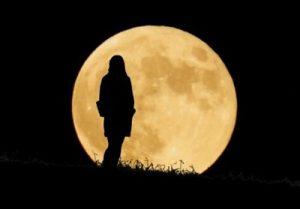 秋晴れの空の下に行おう!カラダがスッキリ整う、月のリズムで読み解くエクササイズ♪