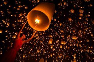 月の暦を大事にしているのは日本人だけではなかった!世界で行われる美しい祭りも月のリズムで。