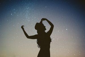 日頃意識しないあなたの「手」、満月の日に感謝の言葉を伝えよう
