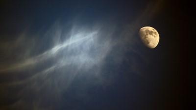 敏感なあなただからしてみたい、月のリズムに合わせた3つのケアをご紹介。~上弦の月直後から満月直前まで~