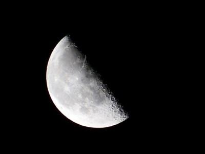 しし座の下弦の月を迎えるこの時期、断捨離する時間がないあなたに。カラダからのアプローチでココロを変える。