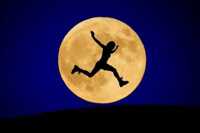 最近運動不足だなと感じたときこそ今のタイミング!月のリズムを味方につけた簡単エクササイズを4つご紹介。