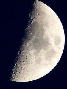 あと2日で上弦の月 イメージを行動にうつす時 いつやるの?今日でしょ!