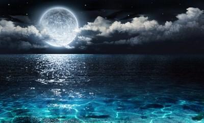 明日のおとめ座満月エネルギーを、カラダ中で受け取ることができるムーンウォーターのススメ