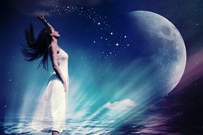 うまく望む結果を「引き寄せ」られない方に。月と一緒に本当の望みの引き寄せ法則