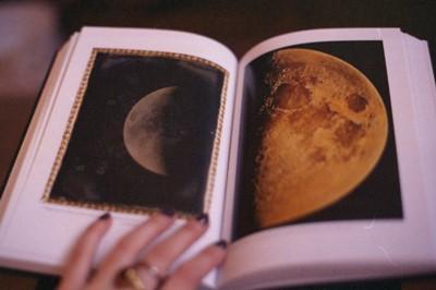 せっかくの休みなのに、疲れや痛みが気になる。そんな時は月のエネルギーで自律神経のバランスを整えよう!