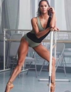 立ち姿、歩き姿美人は太腿から!いて座の時期だから効果的な簡単エクササイズ