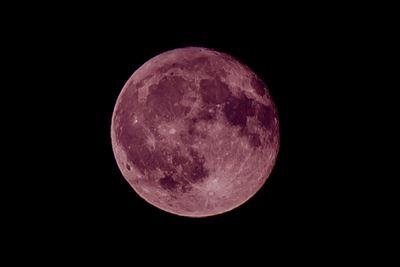 満ちて溢れる月あかりに  あなたの豊かな女性らしさが照らされる