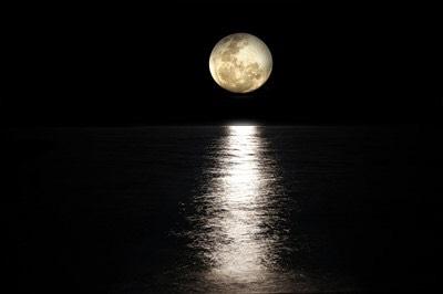 あなたの才能は、生まれた時の月の形に隠されています。まずは知る事で自分自身を輝かせましょう