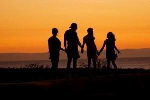 明日は、かに座下弦の月。穏やかな家庭のために手放したい思いと、それを助けるフラワーエッセンスは?