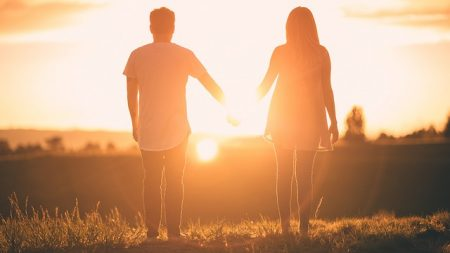 魚座下弦の月  ~愛する人との絆を深めるために。あなたが手放すものは?~