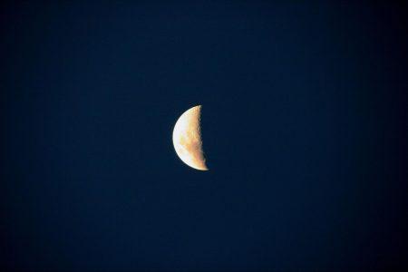 宙(そら)模様お伝えします。― 5/4 水瓶座 下弦の月 ―
