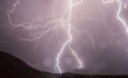 雷が鳴るとスッキリ!!  どうして?  月とココロと体の関係